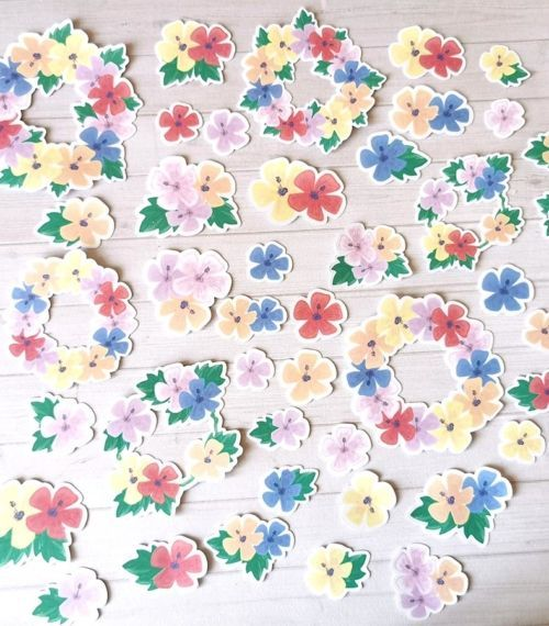 Lot de 42 embellissements die cut hibiscus